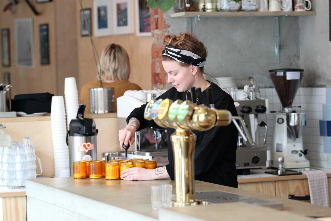 Ane Nøss Stensen er kafésjef hos Oslovelo. Hjembakst og snart også frokost tilbys i sykkelkafébarverkstedet på Grünerløkka. Foto: André Kjernsli