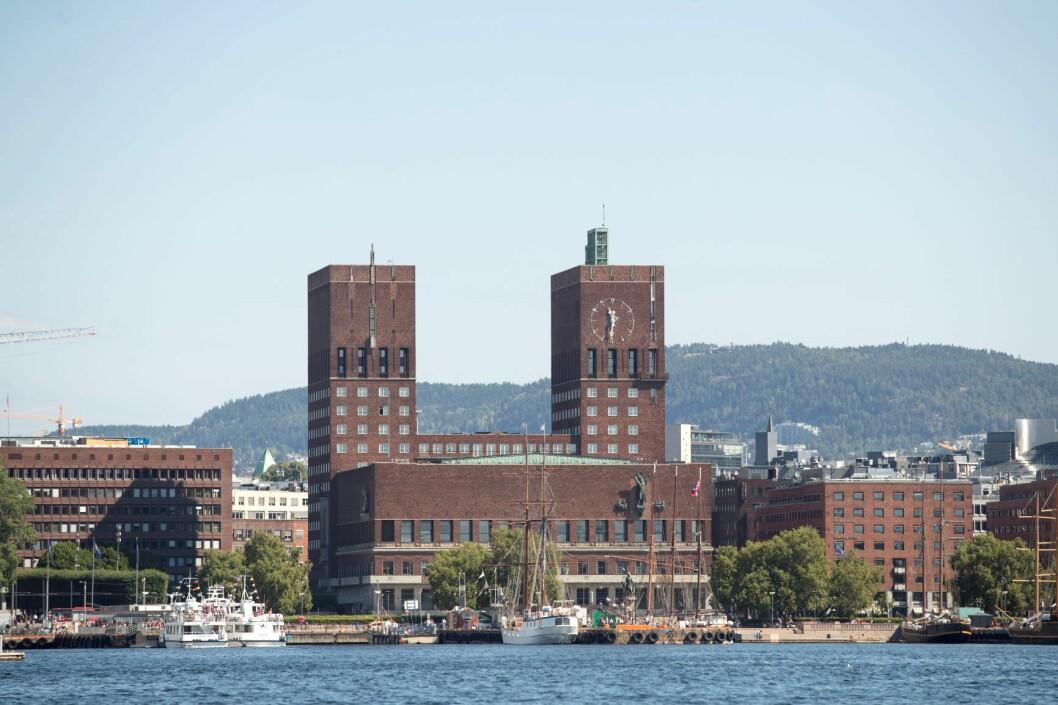 Oslo rådhus sett fra sjøen i Oslo. Foto: Terje Bendiksby / NTB scanpix