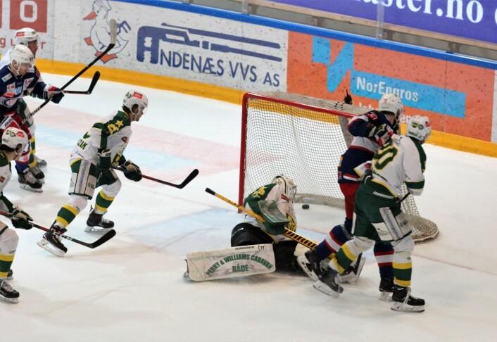Endelig kom VIFs William Strøm sin første scoring! Foto: André Kjernsli