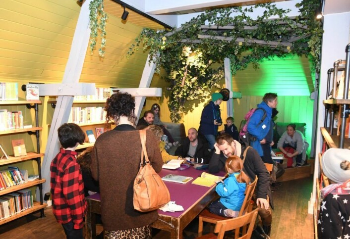 Den nye barne- og ungdomsavdelingen har blitt både fargerik og spennende. Foto: Christian Boger
