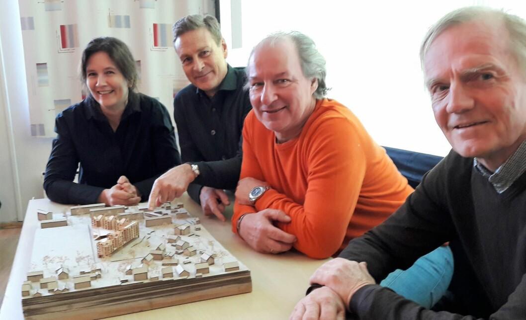 Fra venstre, Anja Strandskogen og Reiulf Ramstad fra Ramstad arkitekter. Styremedlem i Skeid, Knut Meiner og Skeids Tarald Rohde. Foto: Anders Høilund