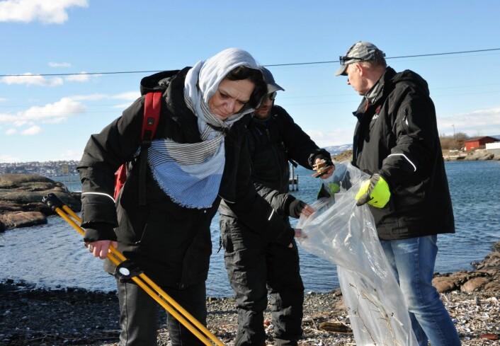 � Vi gjør en viktig jobb for Oslos befolkning når vi rydder strendene, sier Christine i Frelsesarmeens Jobben. Foto: Arnsten Linstad