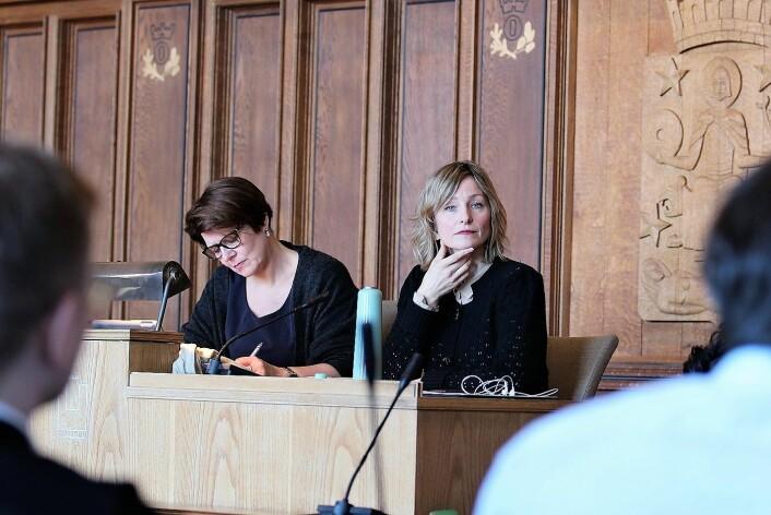 Byrådene Tone Tellevik Dahl (Ap) og Inga Marte Thorkildsen (SV) var initiativtakere og ledet møtet i formannskapssalen. Foto: André Kjernsli