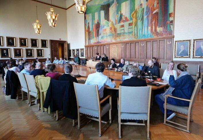 Ærverdige formansskapssalen i Oslo rådhus samlet politi, barnevern, barneombud, skolverket og andre fagfolk som diskuterte problemene med stadig økende andel yngre kriminelle gjengangere i Oslo. Foto: André Kjernsli