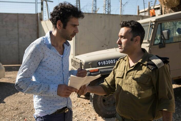 Tel Aviv on Fire er en komedie regissert av Sameh Zoabi. Filmen handler om en palestinsk filmarbeider og en israelsk grensevakt. Illustrasjonsfoto fra filmen