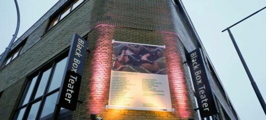 Kunstnerne bak forestilling ved Black Box Teater krever erstatning