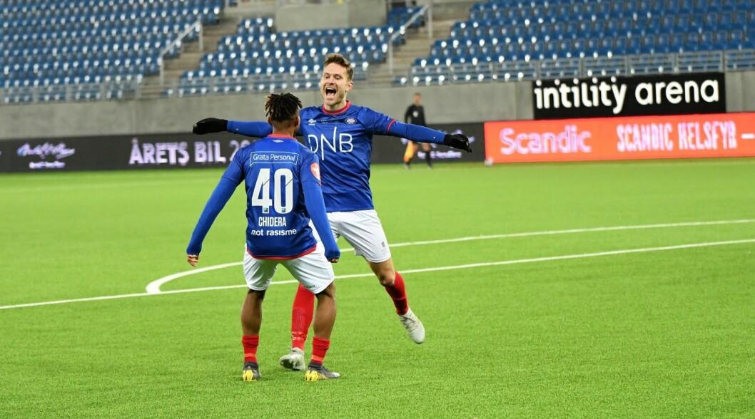 Chidera Ejuke og Matthias Vilhjalmsson kan fort bli to av Vålerengas viktigste spillere denne sesongen. Her feirer de Vilhjamsons en av tre scoringer i generalprøven mot erkerival Lillestrøm. Foto: Christian Boger