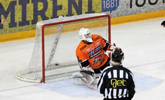 Her slipper Frisks sisteskanse, inn det første av tre mål i midtperioden. Foto: André Kjernsli