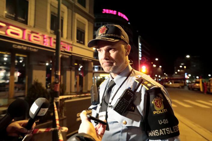 Innsatsleder Svein Arild Jørundland orienterer pressen etter at politiet sperret av et område på Grønland i april 2017. En hjemmelaget bombe ble funnet, og en russisk tenåring ble senere dømt til ti måneders fengsel. Foto: Lise Åserud / NTB scanpix