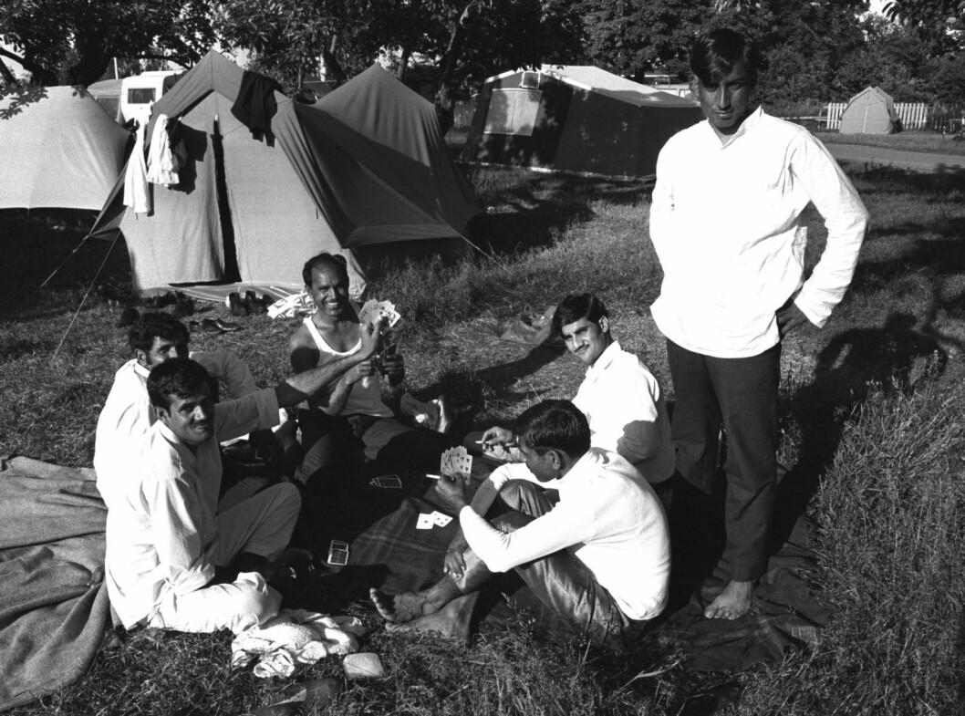 Mange av pakistanerne som kom til Oslo slet i begynnelsen med å skaffe seg bolig. Her har arbeidsinnvandrerne midlertidig bosatt seg på Ekeberg Camping i juli 1971. Foto: T. Skillestad / NTB / SCANPIX