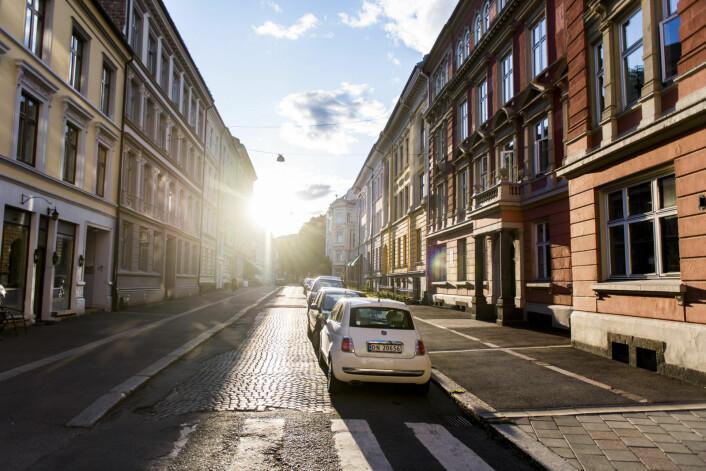 Kveldslys i Observatoriegata nedenfor Solli plass. Her ligger to av bygårdene Ivar Tollefsen fratas når bystyreflertallet vedtar å bruke kommunal forkjøpsrett. Foto: Jon Olav Nesvold / NTB scanpix
