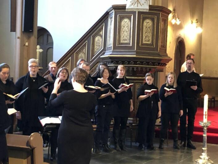 Sofienbergkoret sang vakkert for alle i kirken. Foto: Kjersti Opstad