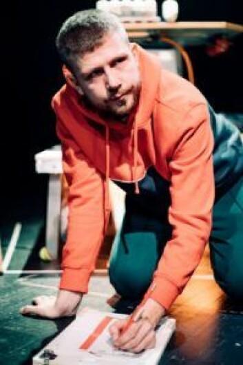 Even Torgan spiller en av to roller i stykket. Foto: Lucas Leonardo Ibanez-Fæhn