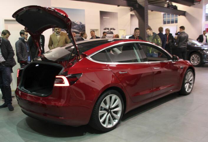 Tesla åpnet for Model 3-reserveringer i mars 2016. Her vises bilen for første gang i Norge i desember 2018. Foto: Morten Abrahamsen / NTB scanpix