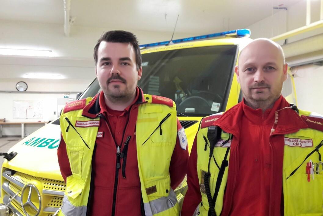 Tillitsvalgte i ambulansetjenesten i Oslo, Vegard Rødningsby (tv) og Morten Marthinsen mener at det må tas hensyn til utrykningsjøretøyene når gravearbeidene i byen planlegges. Foto: Anders Høilund