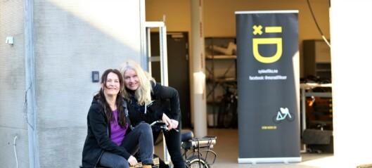 To driftige damer setter folk som har falt ut av arbeidslivet til å mekke sykler