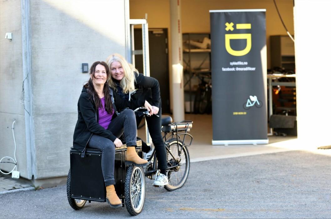 Aase Karin Meland og Kalina Toneff utenfor verkstedet i Vollebekk fabrikker. Foto: André Kjernsli