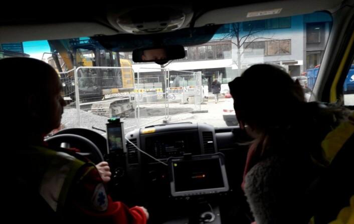 Storgata har vært en utrykningsgate. Nå blir nye trikkeskinner lagt, og ambulansesjåføren må finne alternative ruter. Foto: Anders Høilund