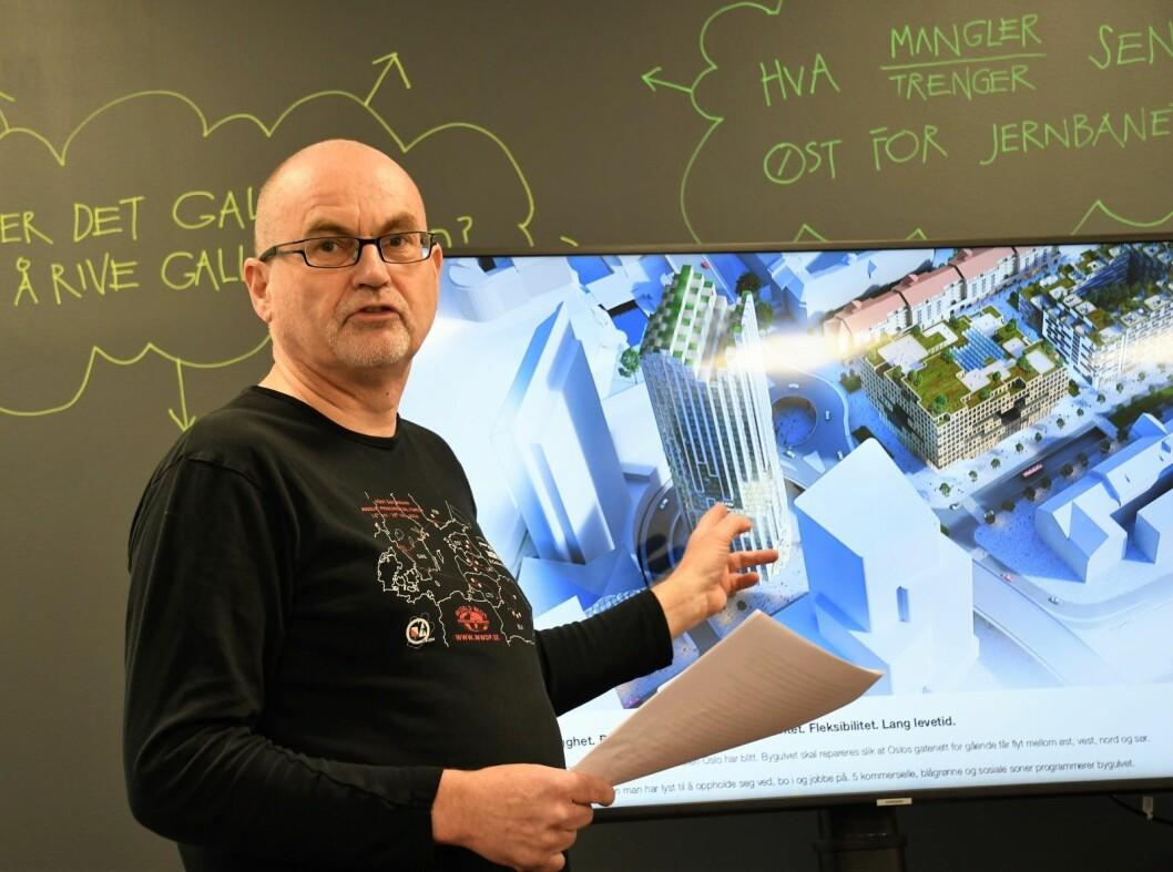 Leder for miljøforeningen Akerselvas venner, Are Eriksen er lite fornøyd med arkitektforslagene til et nytt Galleri Oslo. � Dette blir for stort og for høyt, mener han. Foto: Christian Boger