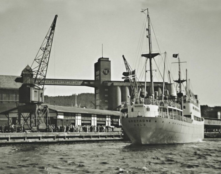 MS Bretagne, Fred. Olsen & Co. legger fra rederiets faste passasjerterminal på Vippetangen. Foto: Lorentzen-samlingen / Norsk Maritimt Museum