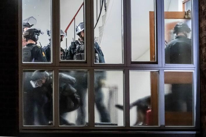 Mannen stengte seg inne i leiligheten, og det tok halvannen time med forhandlinger før politiet kom inn. Foto: Heiko Junge / NTB scanpix