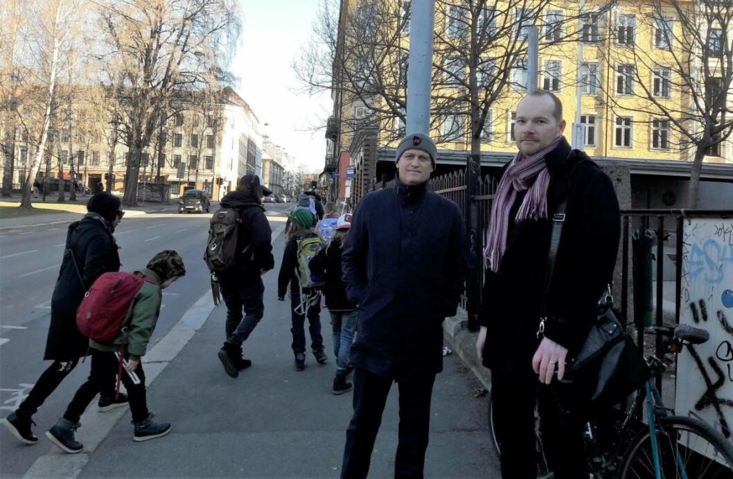 Bjørn Heier og Jan Erik Bangsund, fedre og FAU-representanter utenfor Grünerløkka skole. Foto: Anders Høilund