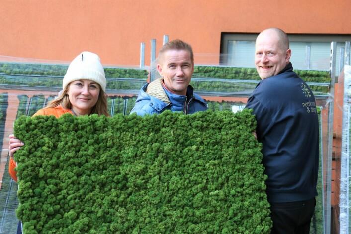 Fra venstre: Heidi Foss, daglig leder i Norsk Mose & Design, Jostein Bratten, teknisk sjef i KLP Eiendom og Bjørn Nytrøen-Rygh avdelingsleder Rendalen i Norsk Mose & Design.