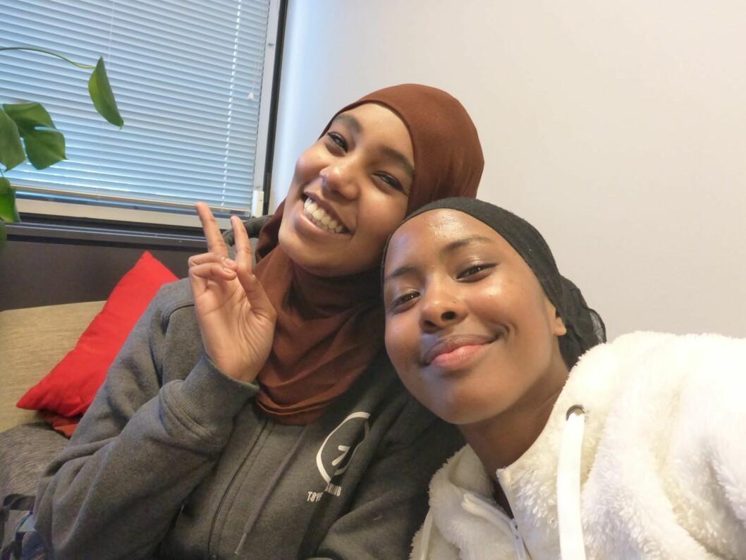 Nasrin Adam og Samira Alideq er snart klare for studentlivet, ønsker å være økonomisk uavhengige, søker jobb. Foto: Selfie av Samira Alideq