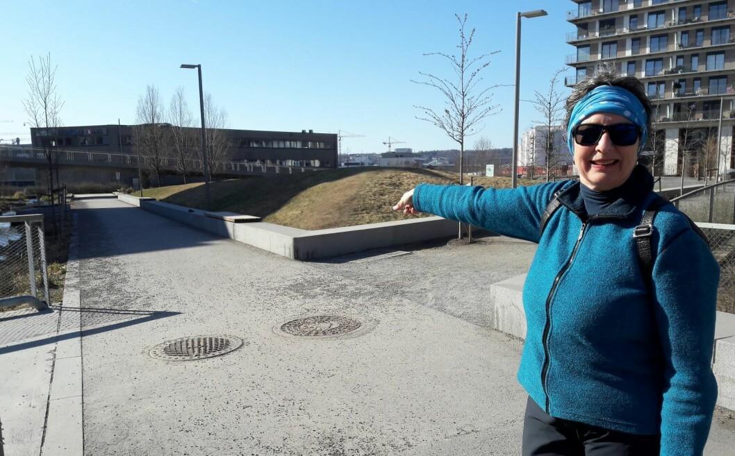 Sidsel Andersen var med på å lage Bjerkedalen park. Nå ser hun at drømmen om et sammenhengende grønt parkdrag fra Økern til Kampen legges på vent. Foto: Anders Høilund