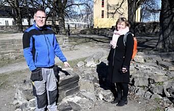 Ekstra påskevakthold i ruinparken i Gamlebyen. Kommunen vil stanse hærverk og bålbrenning