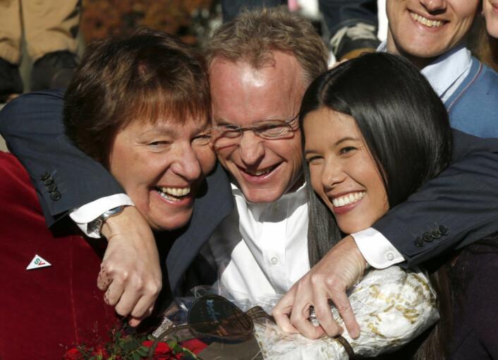 Fra venstre; Marianne Borgen (SV), Raymond Johansen (Ap) og Lan Marie Nguyen Berg (MDG) etter at byrådserklæringen fra Østmarksetra er undertegnet i 2015. Foto: Vidar Ruud / NTB scanpix