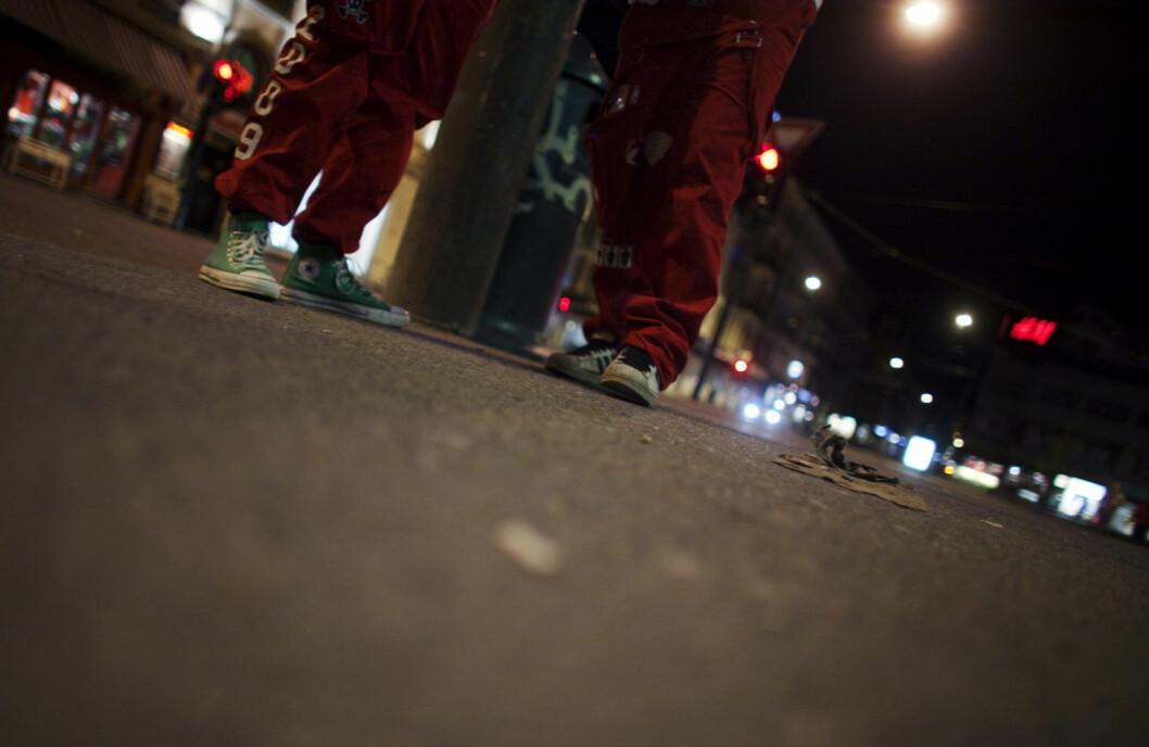 10 russebusser og en større gruppe med russ hadde samlet seg på Esso-stasjonen ved Alnabru da politiet stanset bråket og festingen natt til langfredag. Foto: Kyrre Lien / SCANPIX