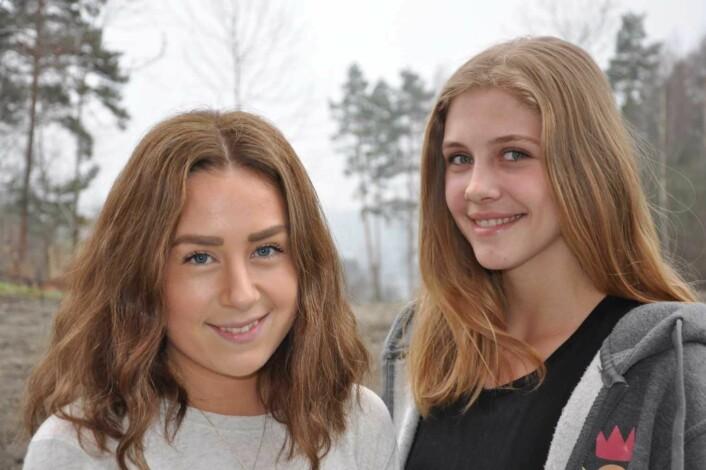 — Alle bør besøke Utøya og oppleve demokratisenteret, mener Sara Aspaas Friling (til venstre) og Linnea Svinndal. Foto: Arnsten Linstad