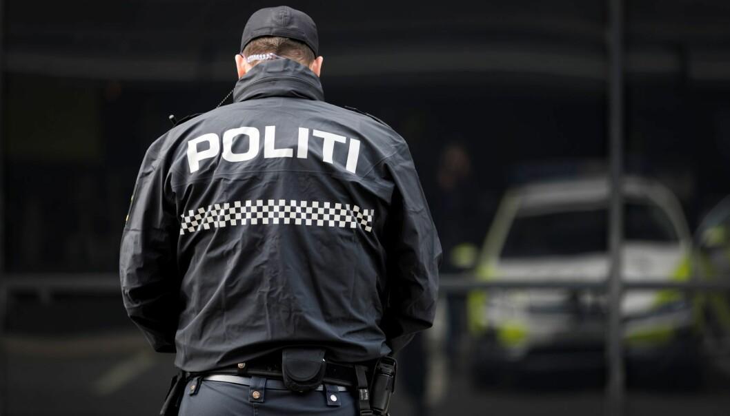 Politiet ilegger nå bøter når folk fester i større grupper innvendig.