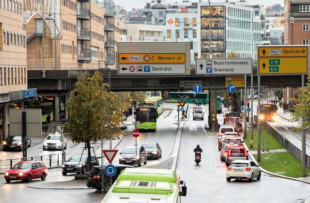 Biltrafikken er både forurensende og tar mye plass. Her fra Schweigaards gate. Foto: Berit Roald / NTB scanpix