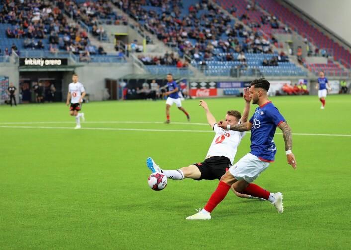 VIFs unge kantspiller Aron Dønnum kom innpå etter 73 minutter i kampen mot Odd. Foto: André Kjernsli