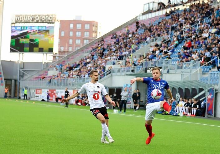 Ivan Näsberg var god og aktiv i første omgang. Han er så Vålerenga som det er mulig å bli. Backen har spilt på alle aldersnivåer i klubben. Foto: André Kjernsli