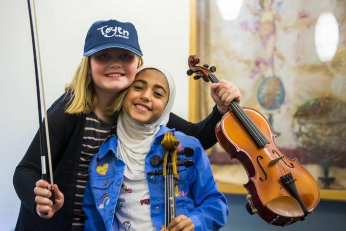Emilie og Renim vil gjerne lære mer om musikk.Foto: Morten Lauveng Jørgensen