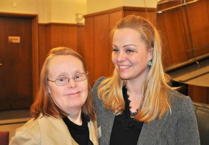 Det var Rødt og Eivor Evenrud som reiste saken om gjengs leie for utviklingshemmede i bystyret. Her er Evenrud sammen med Marion Risa under bystyrets møte 27. februar i år. Foto: Arnsten Linstad