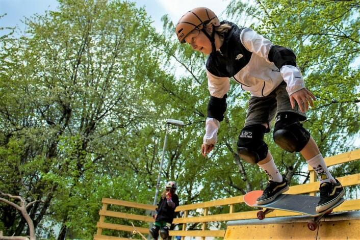 Snart 12 år gamle Aksel Sørum trener fem ganger i uka på skateboardet sitt. Foto: Morten Lauveng Jørgensen