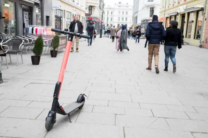 Rundt om i byen står det en mengde el-sparkesykler folk kan leie. Foto: Terje Pedersen / NTB scanpix