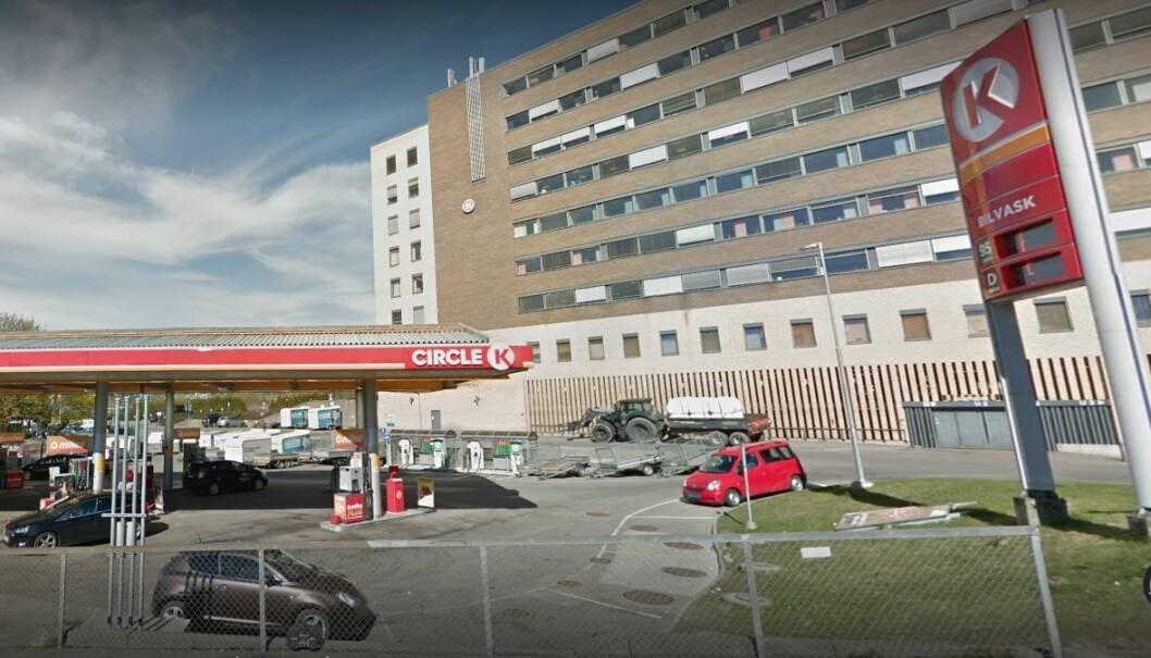 Ranerne prøvde å true til seg biler fra Circle K stasjonen på Storo: Foto: Google Maps