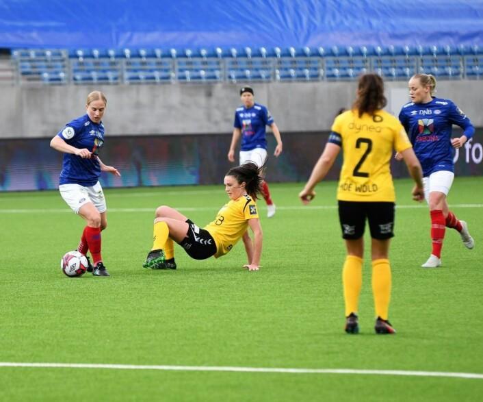 Vålerenga-spiss Natasha Dowie skapte stadig sjanser mot LSK. Her etterlater hun en forsvarer fra Romerike på rumpa. Foto: Christian Boger
