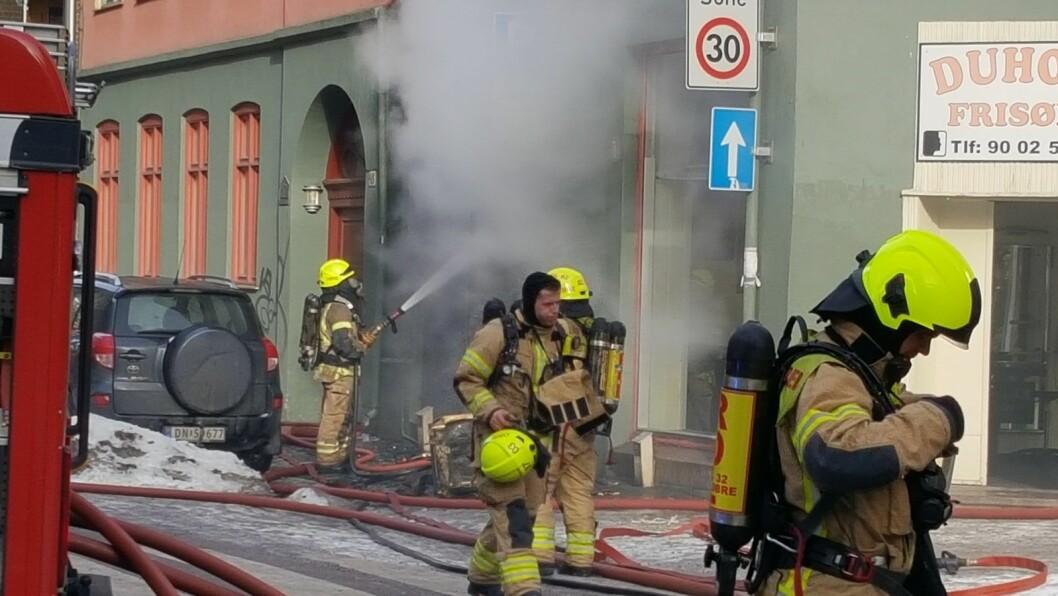 27. februar var starten på et svært hektisk døgn for Oslo brann- og redningsetat. Her fra brann i en bygård i Urtegata. I tillegg var det fire andre alvorlige branner i Oslo det samme døgnet. Foto: Tarjei Kidd Olsen
