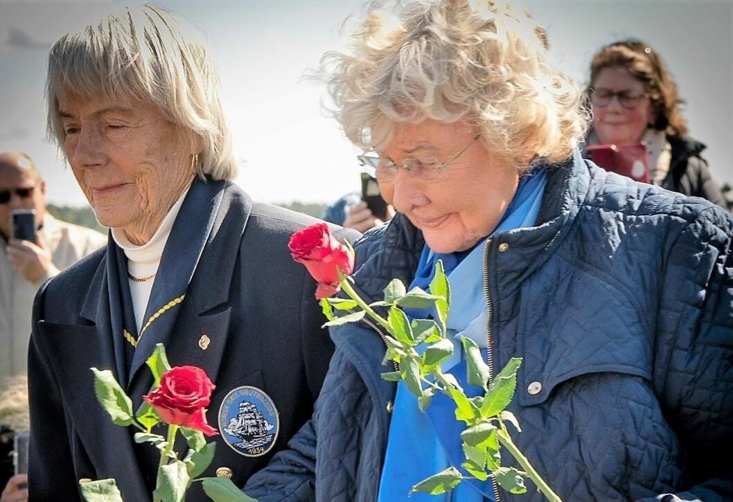 Det ble et sterkt minne for etterkommerne etter krigsseilerne. Endelig fikk de et minnested for sine forgjengere. Foto: Beate Kjørslevik/ Norsk Maritimt Museum