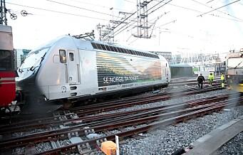 Oljelekkasje og innstilte tog etter togavsporing ved Oslo S
