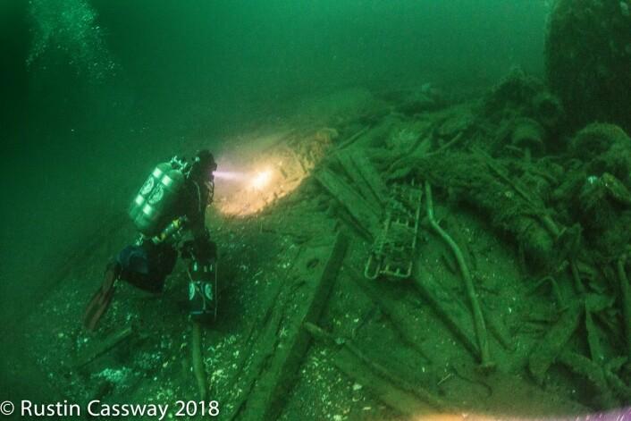 Helt nede på 60 meters dyp lå vrakrestene av det norske handelsskipet, D/S Octavian. Foto: Rustin Cassway