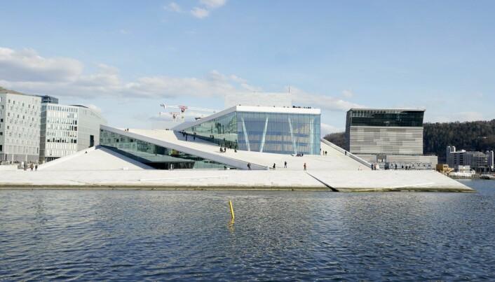 Operahuset og det nye Munch-museet bader i sol.