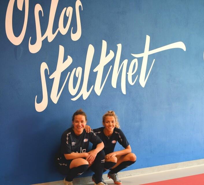 Vålerenga-jentene Maren Hauge (t.v) og Celin Bizet Ildhusøy er ikke i tvil om hvilken klubb de velger i hovedstaden. Foto: Christian Boger