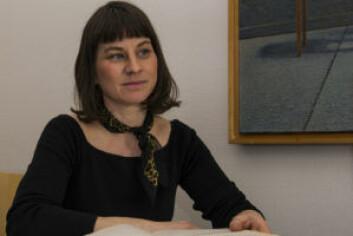 Idrettsbyråd Rina Mariann Hansen (Ap) lover ny kunstgressbane på Klosterenga rett over sommeren. Foto: Morten Lauveng Jørgensen